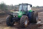 Traktor mit Doppelbereifung