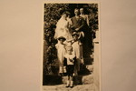 Bridal couple Dorothea and Martin Neitz with flower girls and page boy
